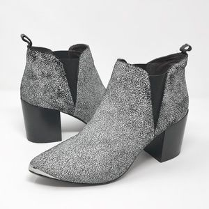 REPORT SIGNATURE Toby White Crackled  Bootie Sz 9